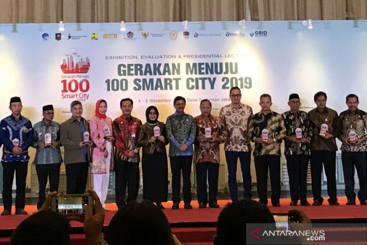 Demi Smart City,  Kominfo akan bangun 3.447 BTS
