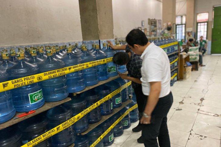 Polda segel pabrik air minum kemasan karena gunakan air PDAM