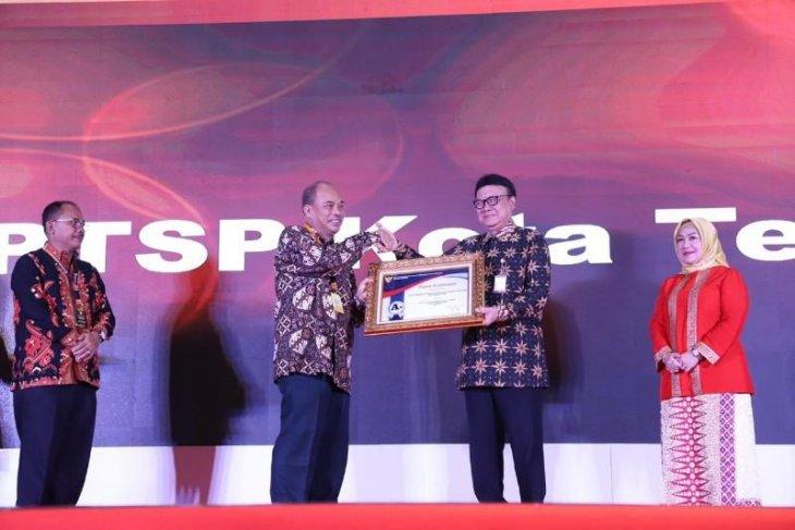 Wali Kota Tebing Tinggi terima penghargaan Pelayanan Publik 2019