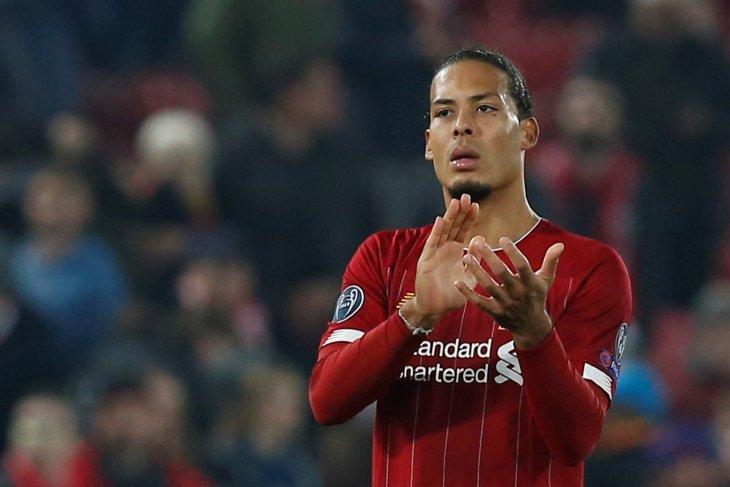Jelang laga City - Liverpool, Van Dijk absen latihan