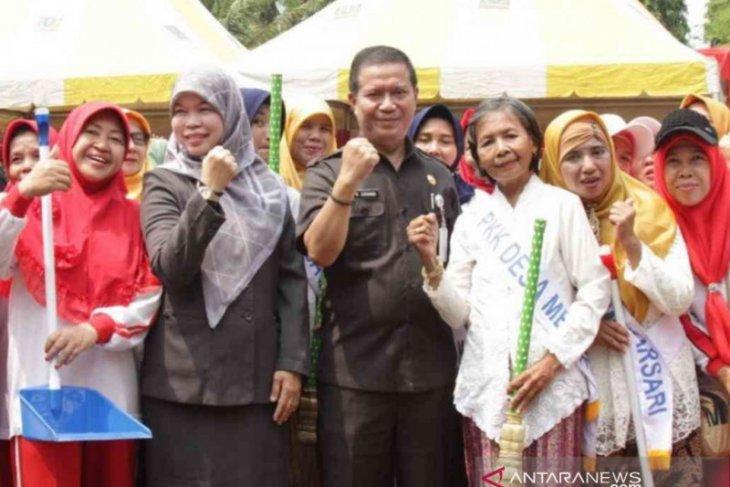 Pemkab Bekasi rangsang kebersamaan warga melalui gotong royong