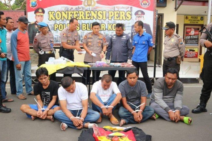 Polisi tahan lima pelaku penggandaan uang di Blitar