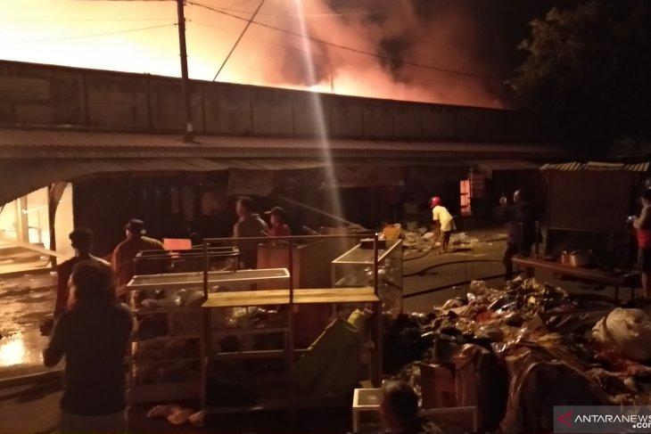 Pasar Ngunut Tulungagung terbakar (Video)