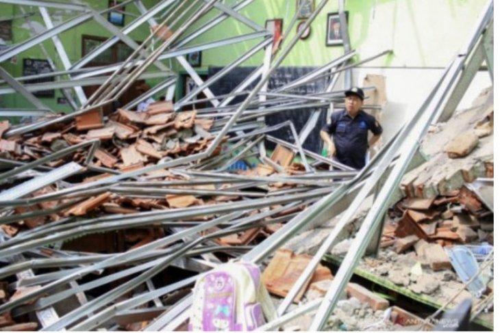Polisi tetapkan dua kontraktor tersangka kasus atap sekolah yang ambruk