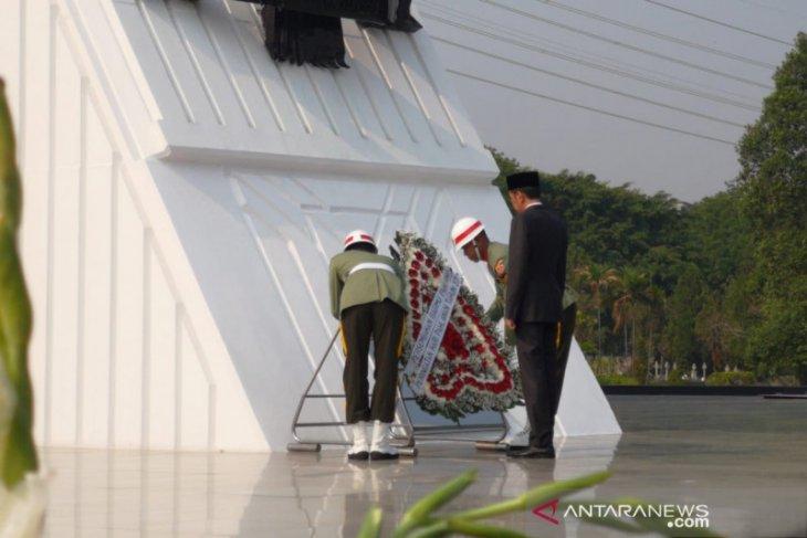 Presiden Jokowi sebut Indonesia membutuhkan pahlawan pemberantas kemiskinan
