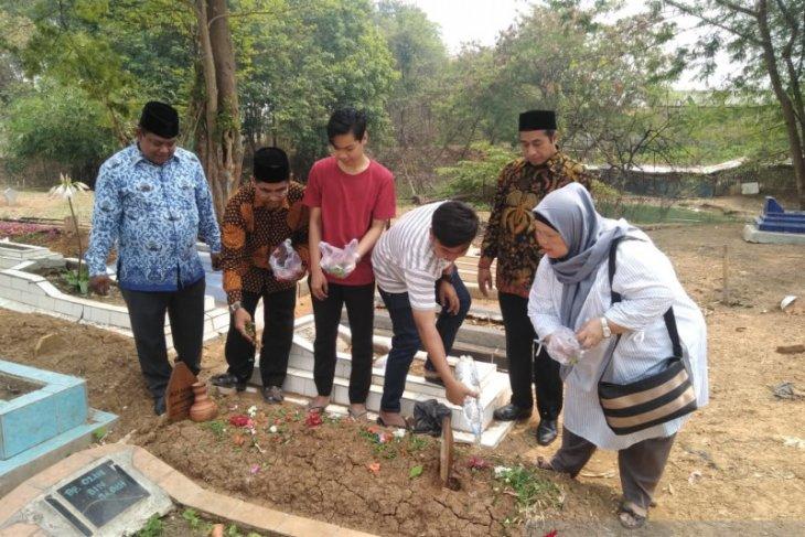 KPU Bekasi lakukan ziarah ke makam pahlawan demokrasi