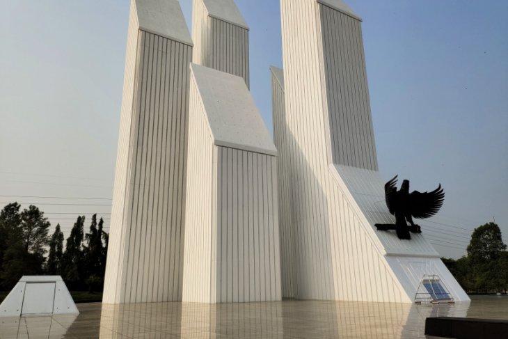 Jokowi honors Indonesia's fallen heroes at Kalibata Memorial Park