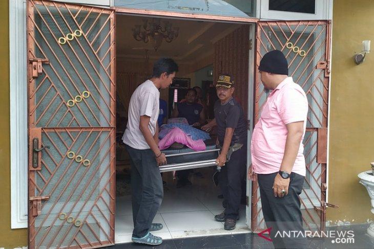 Seorang Kades tewas dengan lima tusukan di rumah pendeta