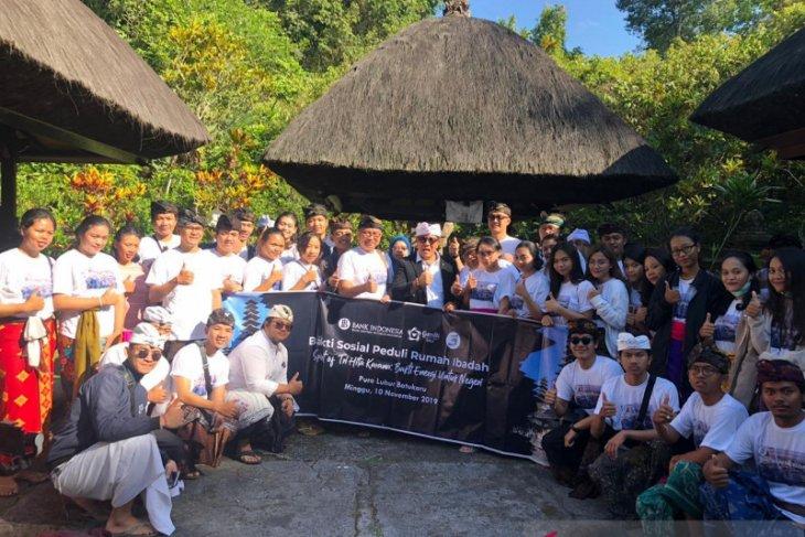 GenBI Bali lakukan bakti sosial ke Pura Batukaru