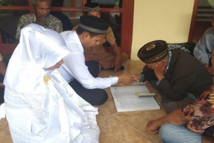 Cerita seorang tahanan yang harus nikahi kekasihnya di masjid Polres