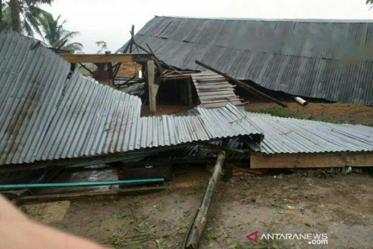 Dilanda puting beliung, 82 rumah rusak di Banyuasin
