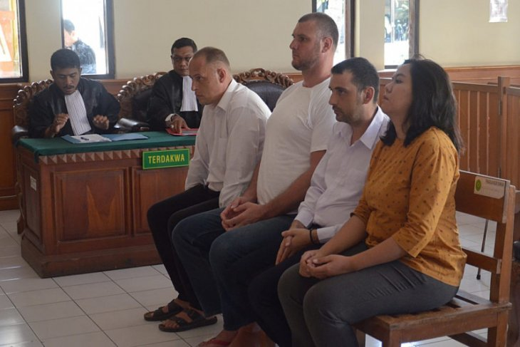 Tiga WNA Bulgaria diadili karena