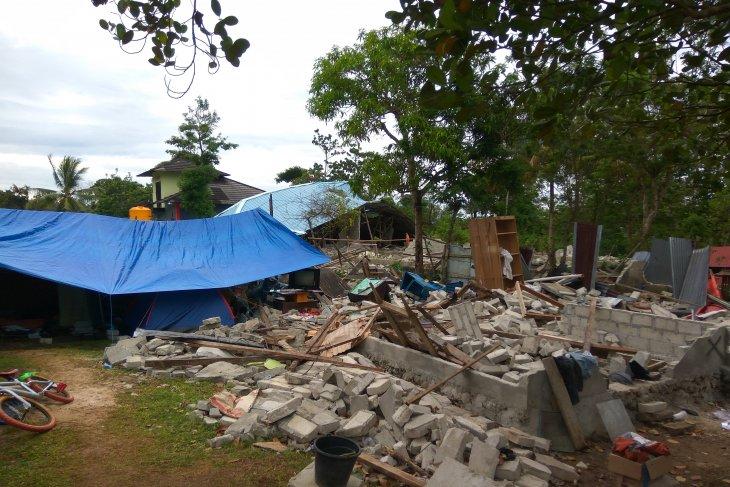 Dampak gempa Ambon,  pengungsi masih takut kembali ke rumah