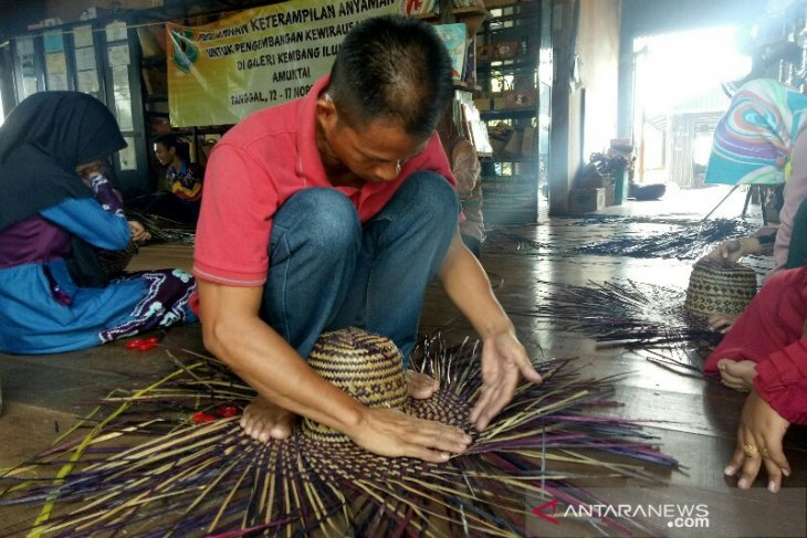 Dekranasda HSU trains KNPI and BRG members to become crafters, entrepreneurs