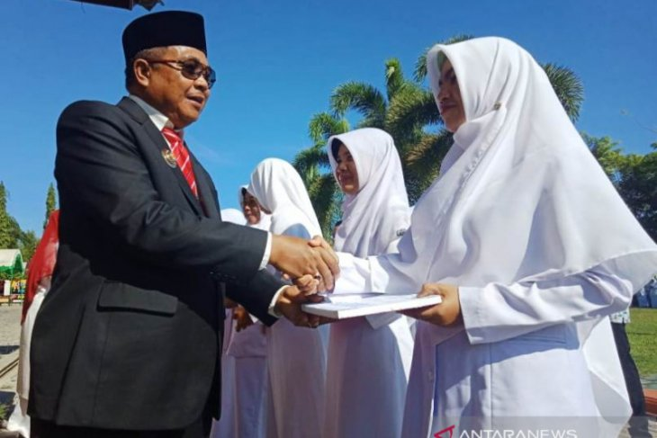 Pemkab Aceh Barat hadiahkan ibadah umrah kepada dokter teladan