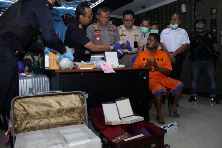 Bea Cukai Juanda gagalkan penyelundupan sabu-sabu oleh WNA India