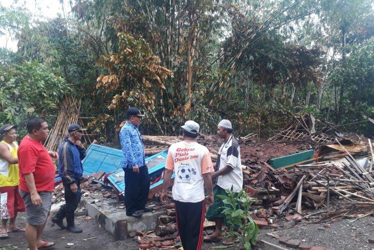 Angin puting beliung terjang empat kecamatan di Kabupaten Jember