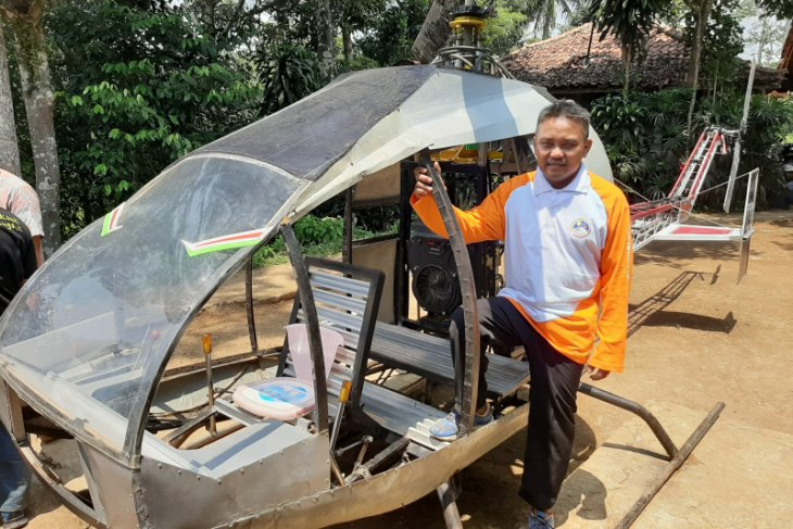Amateur helicopter maker wishes to complete his project