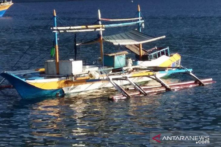 KKP recaptures three Filipino fishermen