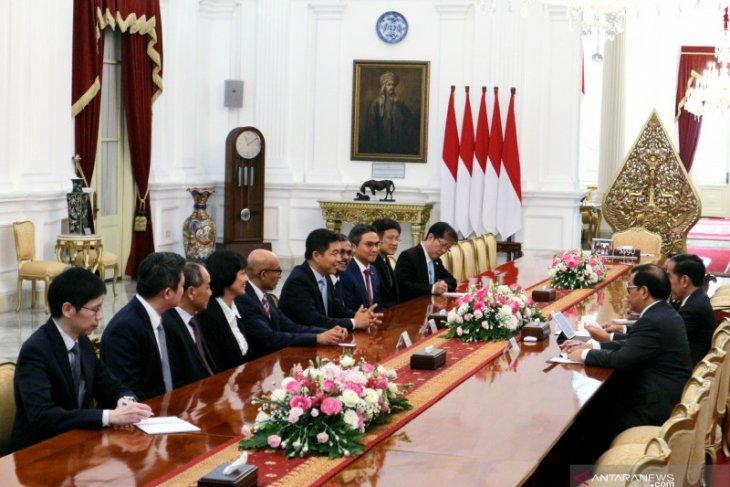 Jokowi receives Singaporean MPs, Japanese businesspersons