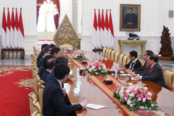 Jokowi discusses investment cooperation with Singapore parliament