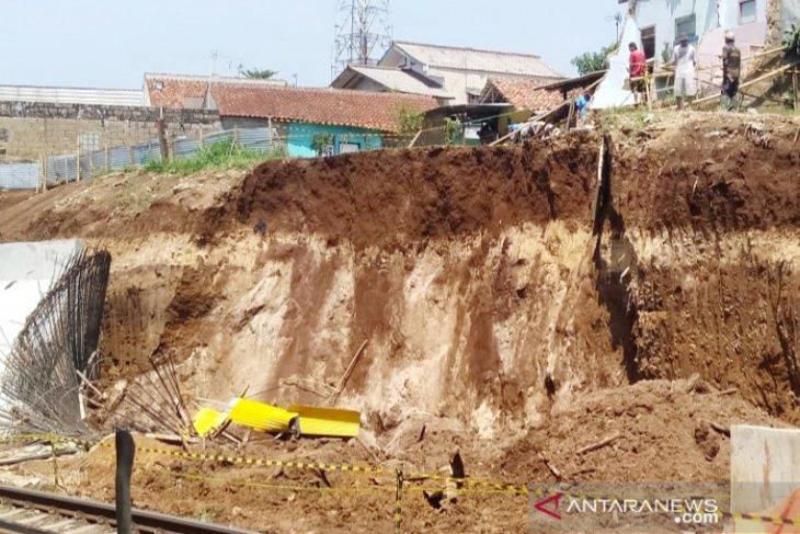 Longsor, KA jurusan Sukabumi-Bogor kembali normal