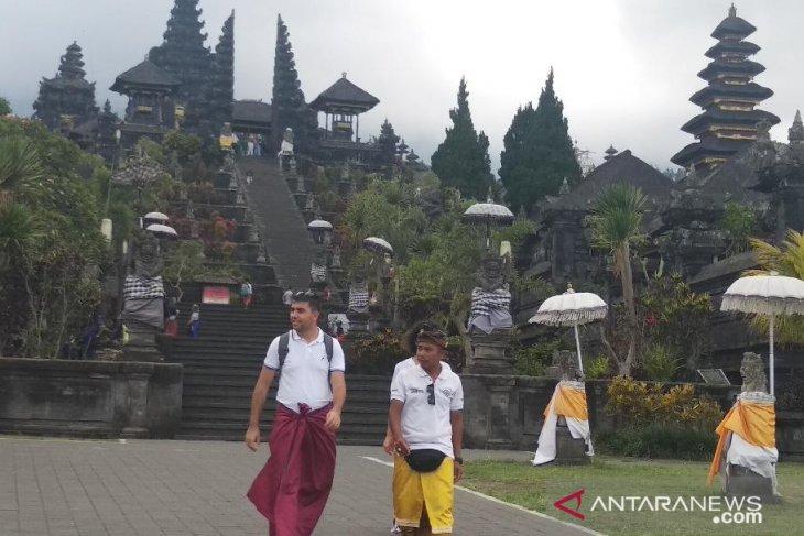 Pemkab Karangasem Bali buka  kawasan wisata Besakih-Taman Ujung di tengah pandemi COVID-19