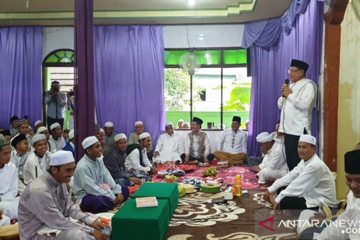 Bupati berpesan warga Paramasan pererat persatuan