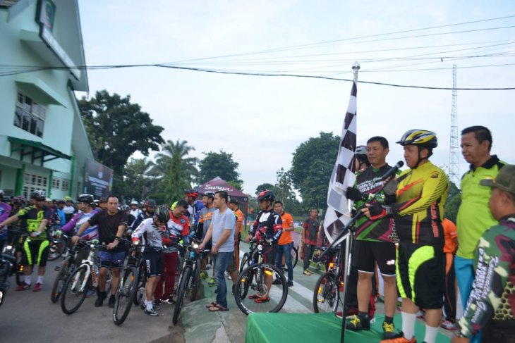 TNI-Polri gowes bersama peringati HUT Korem 042/Gapu