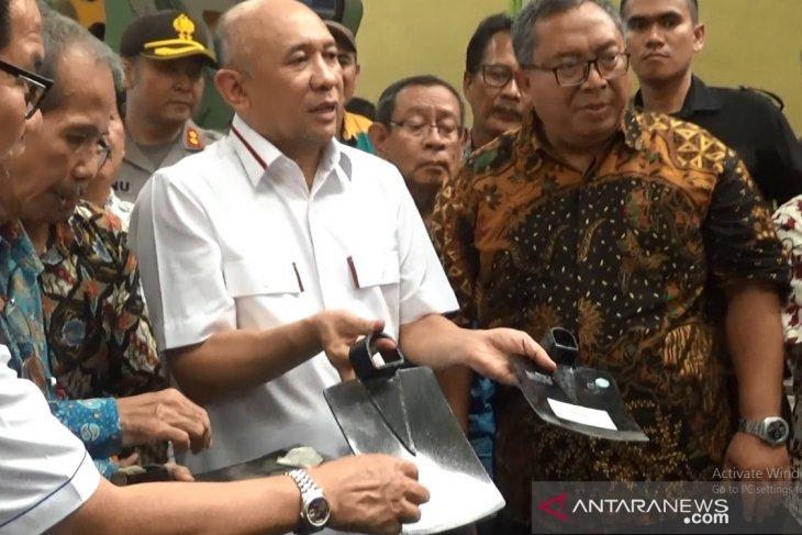 Menkop UKM sebut cangkul buatan Sukabumi lebih berkualitas dibanding impor