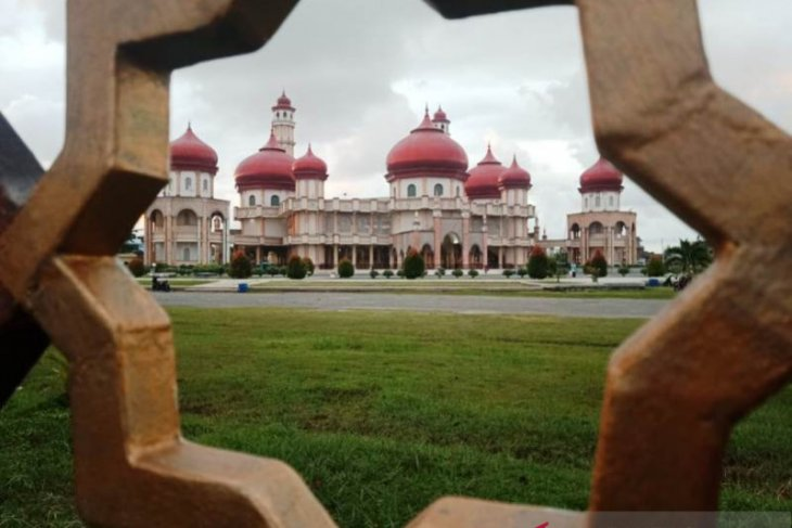 Pengeras suara senilai Rp1 miliar di Masjid Agung Meulaboh rusak disambar petir