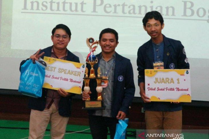 Tim IPB University juara lomba nasional debat sosial politik