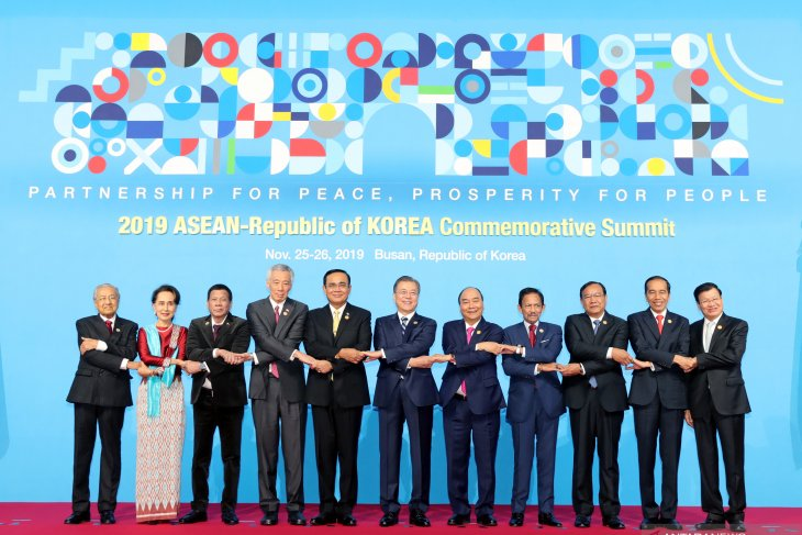 Jokowi attends 2019 ASEAN-ROK Commemorative Summit in Busan