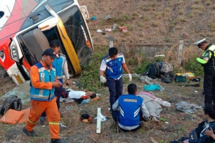 Supir bus mengantuk, dua meninggal belasan luka-luka