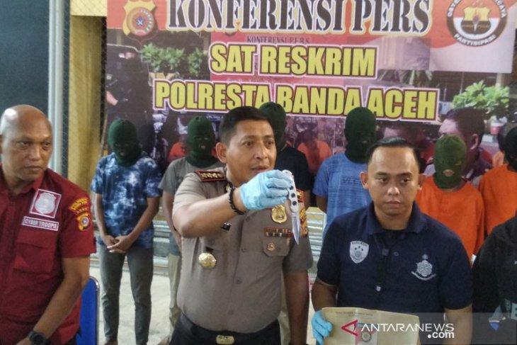 Karena alasan solidaritas, enam pelajar keroyok pemilik warung kopi
