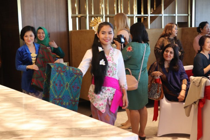 Indonesian textiles highlighted at traditional fashion show in Myanmar