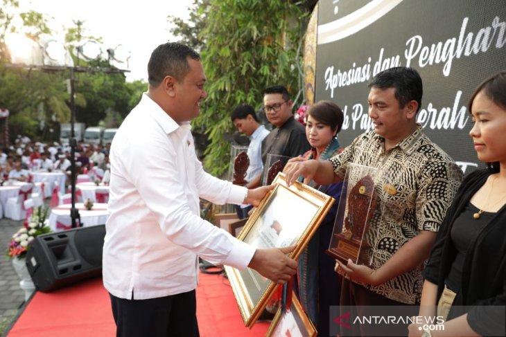Gianyar beri penghargaan wajib pajak berprestasi