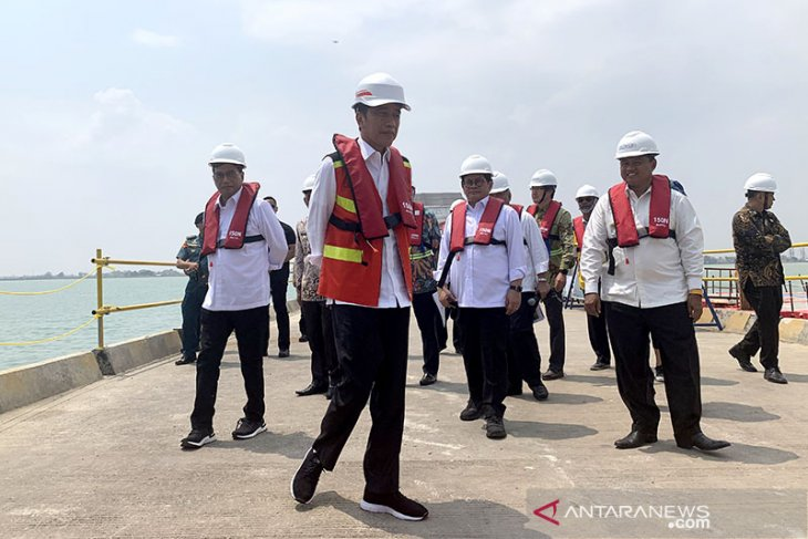 Jokowi signs new regulation on land acquisition for strategic projects