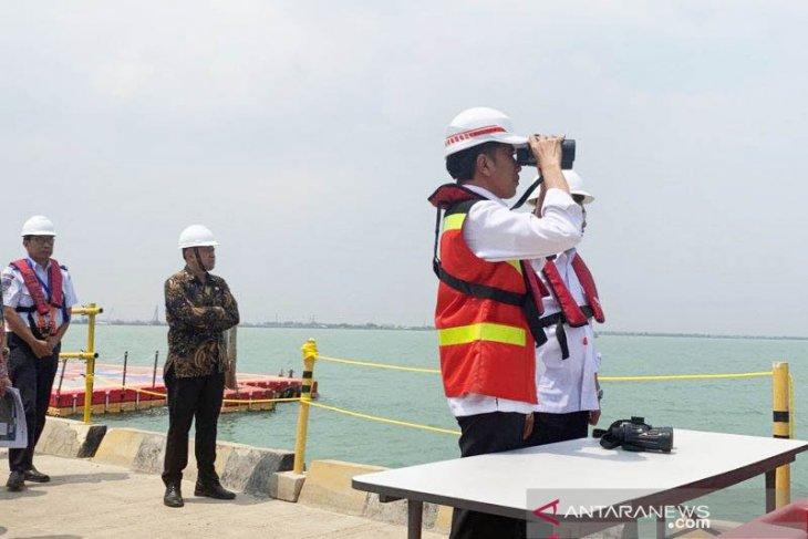 Jokowi visits Subang to review Patimban Dock construction project