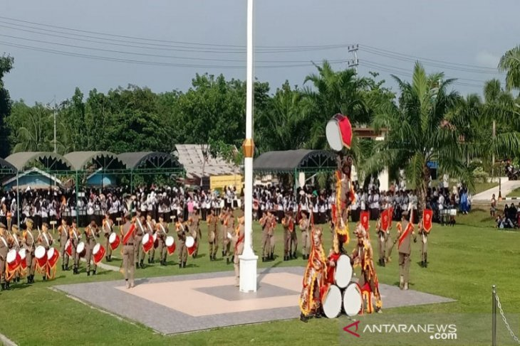 Drumband Satpol-PP Balangan meriahkan HUT PGRI ke-74