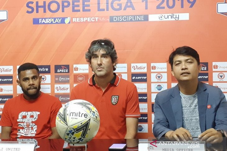 Pelatih Bali United tonton pertandingan untuk obati rindu