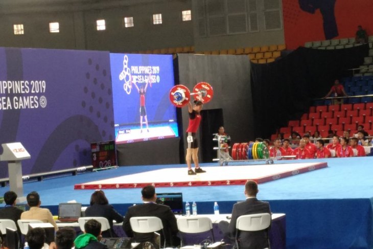 Lifter Windy Cantika raih emas dan pecahkan rekor dunia junior