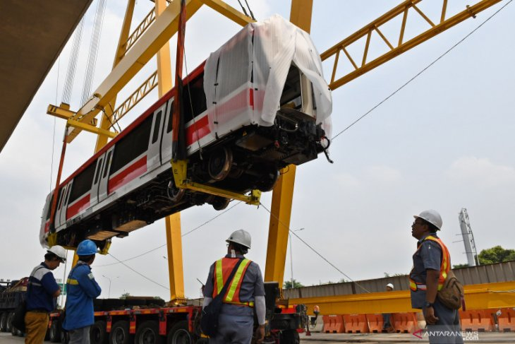 LRT, high-speed train project completion by 2021: President