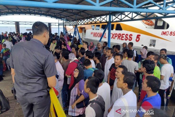 Malaysia deportasi 53 TKI bermasalah via Dumai, satu sedang hamil