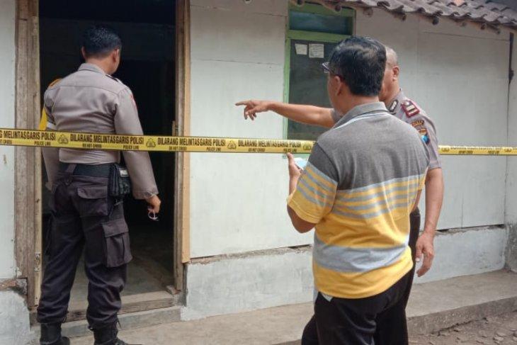 Seorang nenek ditemukan terluka parah di rumahnya, diduga korban pemerkosaan