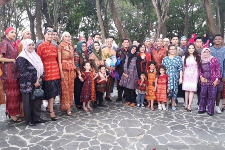 Dekranasda Jatim apresiasi pergelaran busana Dhoho Street Fashion di Kota Kediri