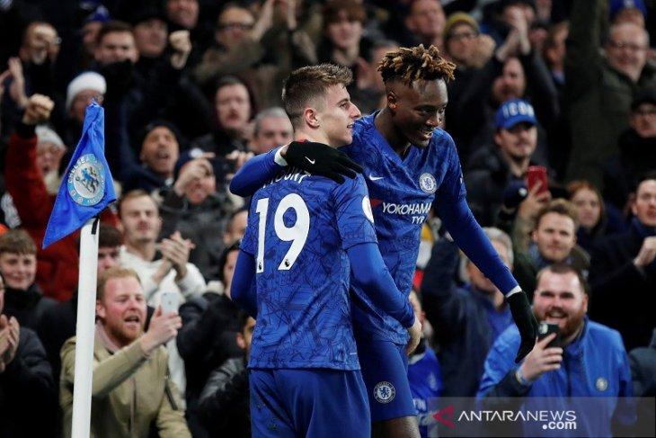 Chelsea pangkas poin dengan City usai tundukan Aston Villa