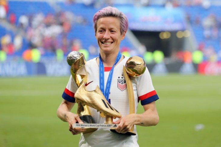 Pemenang Ballon d'Or putri Megan Rapinoe ajak Messi dan Ronaldo untuk atasi masalah di sepak bola