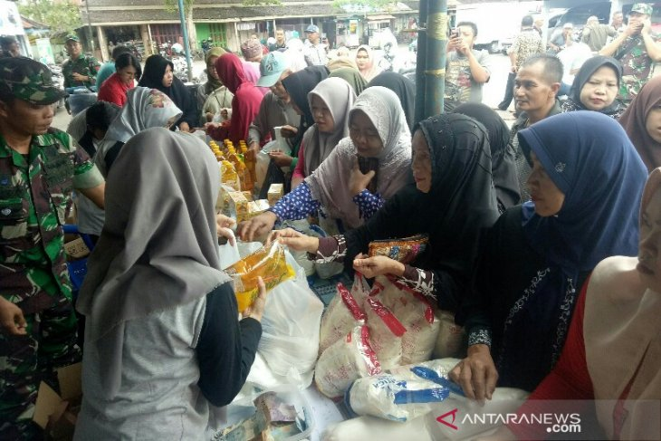 Pasar murah 'Paman Birin' diserbu warga