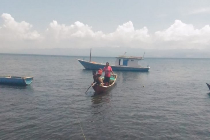 Navy arrests fisherman over fish bombing charges in East Flores